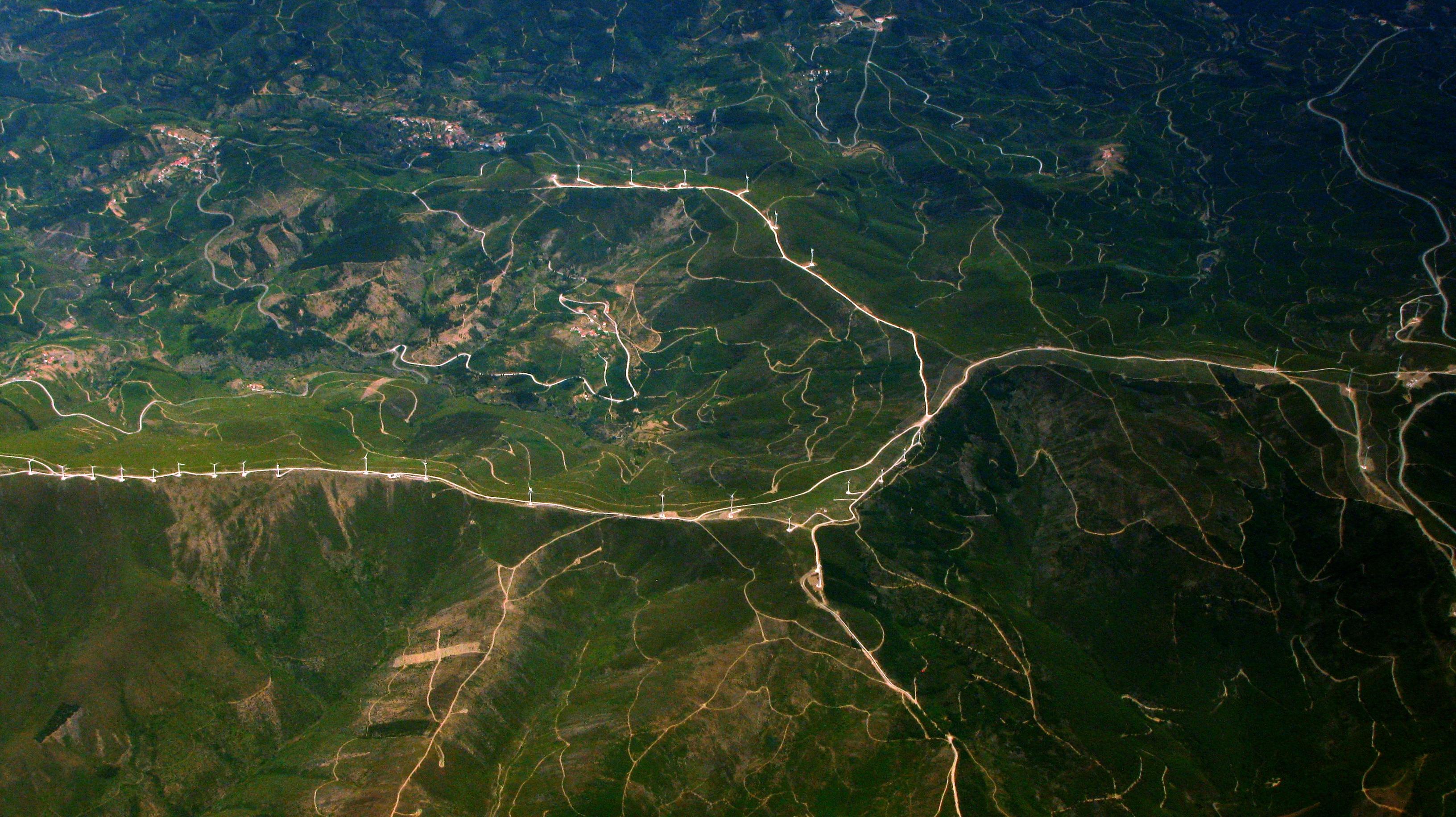 Wege in der Landschaft. Foto von Paulo Simões Mendes