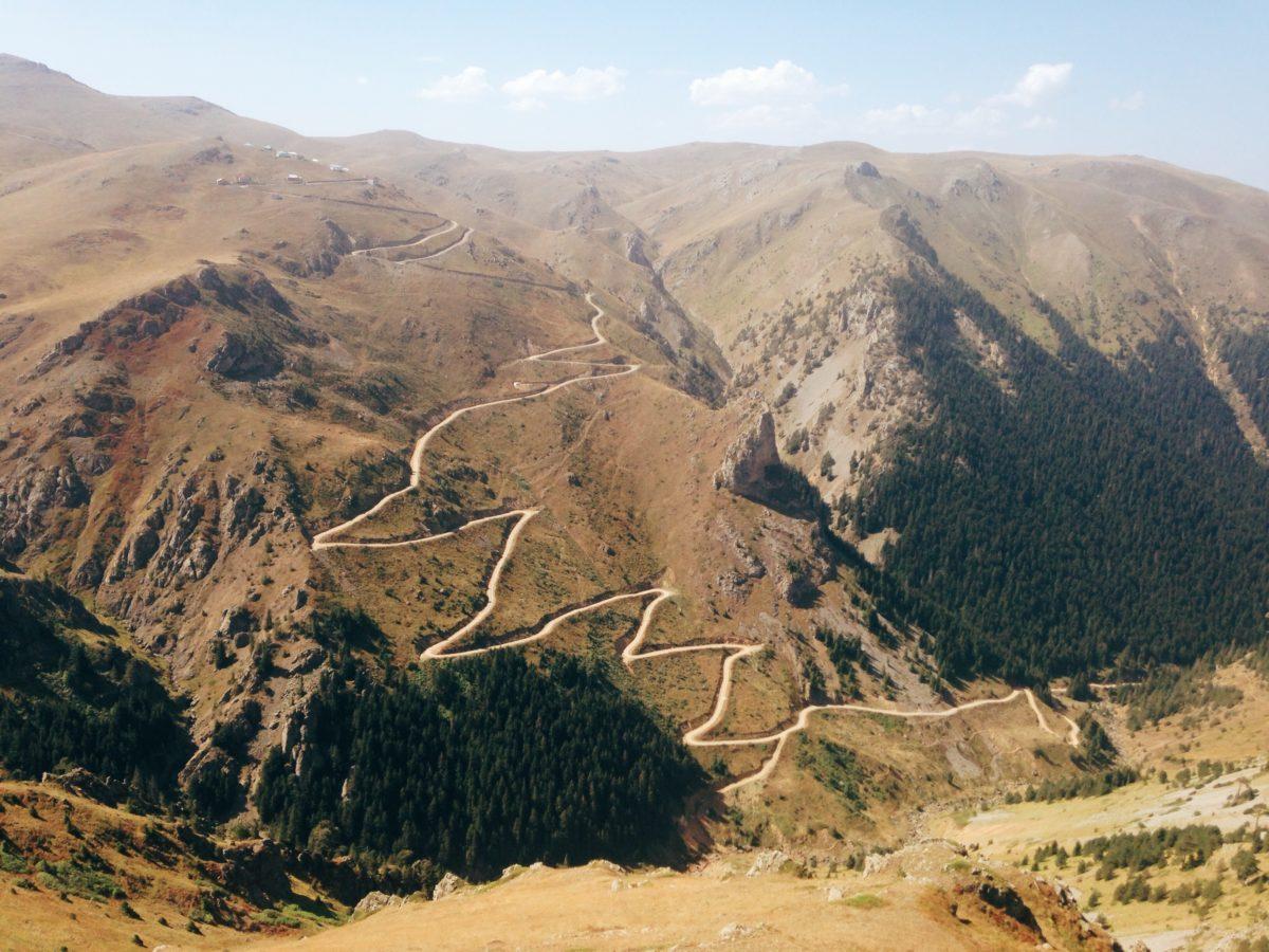 Wege in der Landschaft. Foto von Cagatay Orhan.